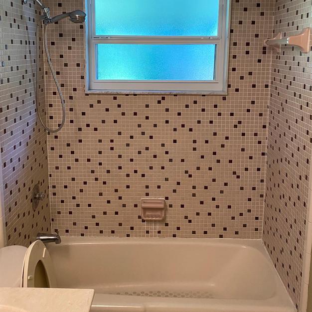 Bathtub & Tile Before