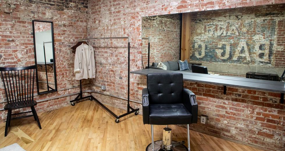Jikoni Studios Studio B_Green Room Hair