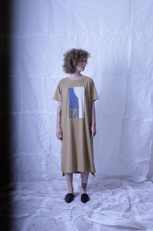 vestido básico fenda colagem mostarda