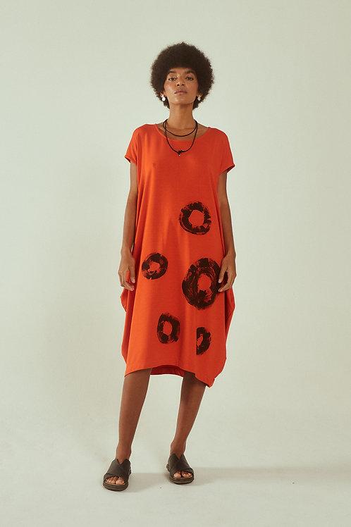 vestido redondo pintura geométrica laranja