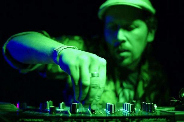 Dom-DJ-pic-3-2010.jpg