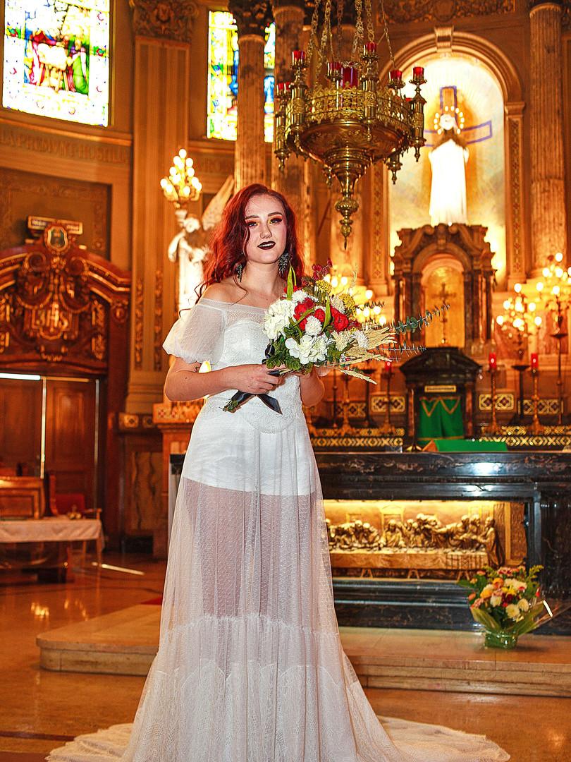 Fall-wedding-dress-beauty-alter.jpg
