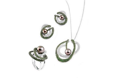 Emeralds and Black Pearls Pendant Set