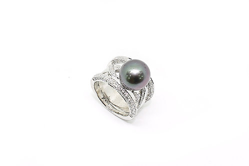Black Pearl with Diamonds and Gold Ring