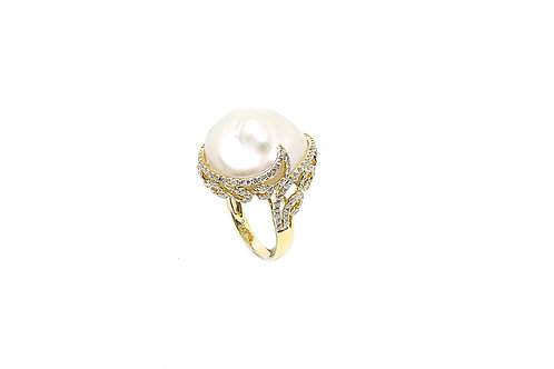 Pearl with Diamonds and Yellow Gold Ring