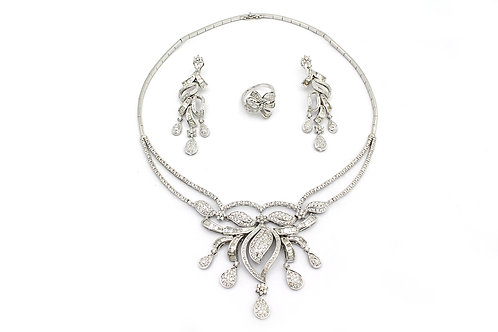Pear Drop and Leaf Designed White Gold and Diamonds Necklace, Earring and Ring