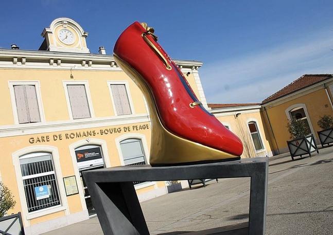 AMO de création du parcours de chaussures géantes, Romans-sur-Isère