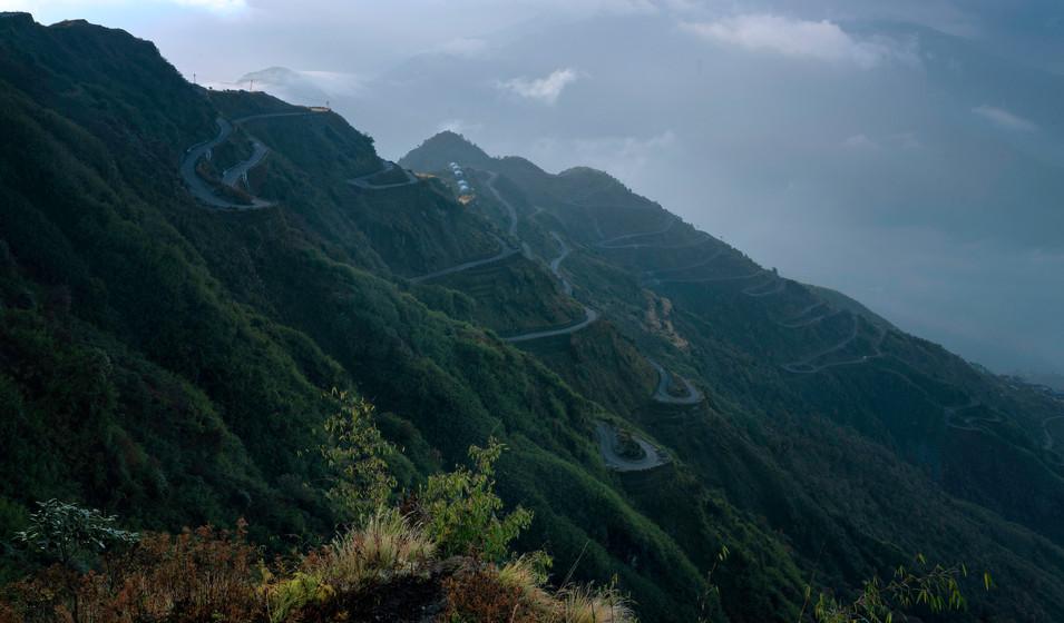 A zig zag road - Thampi view point