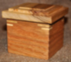 Small Red Oak Box with Poplar Lid