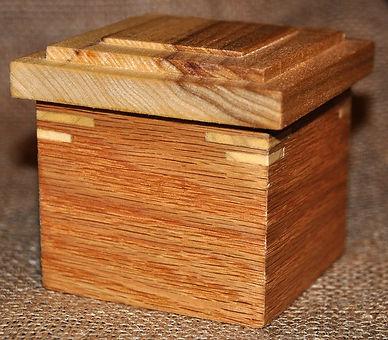 Small Red Oak Box with Poplar Lid