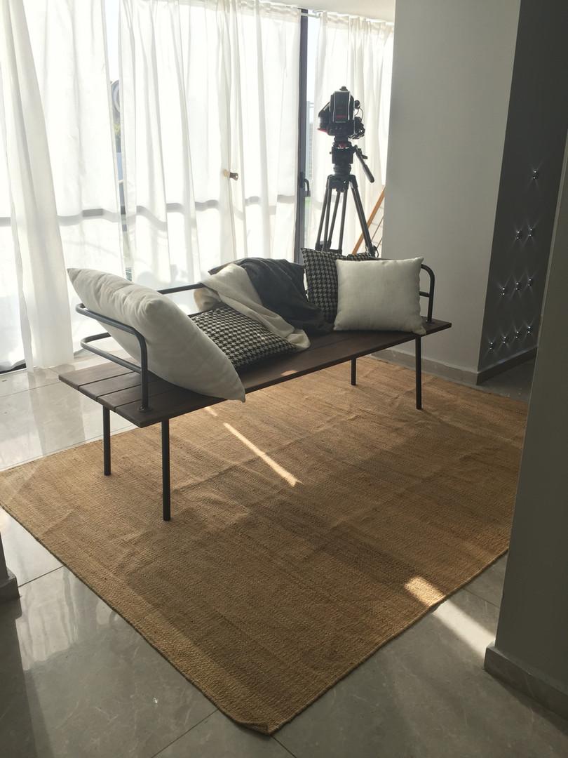 עוד פריט מסדרת העיצובים היחודיים שמיוצרים באסם- ספסל מתכת ועץ, מתאים גם לחוץ וגם לפנים.