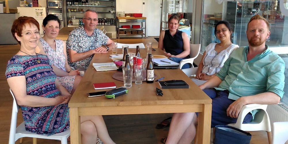 """L'équipe de La Chouette Imprévue avec Emilie Gévart en prévision de la sortie de son recueil de poésie """"Gésir"""""""