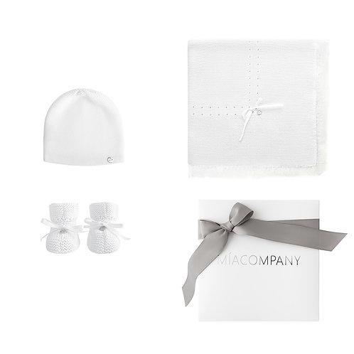 Подарочный набор: плед с кружевом, шапочка и пинетки Mia Company