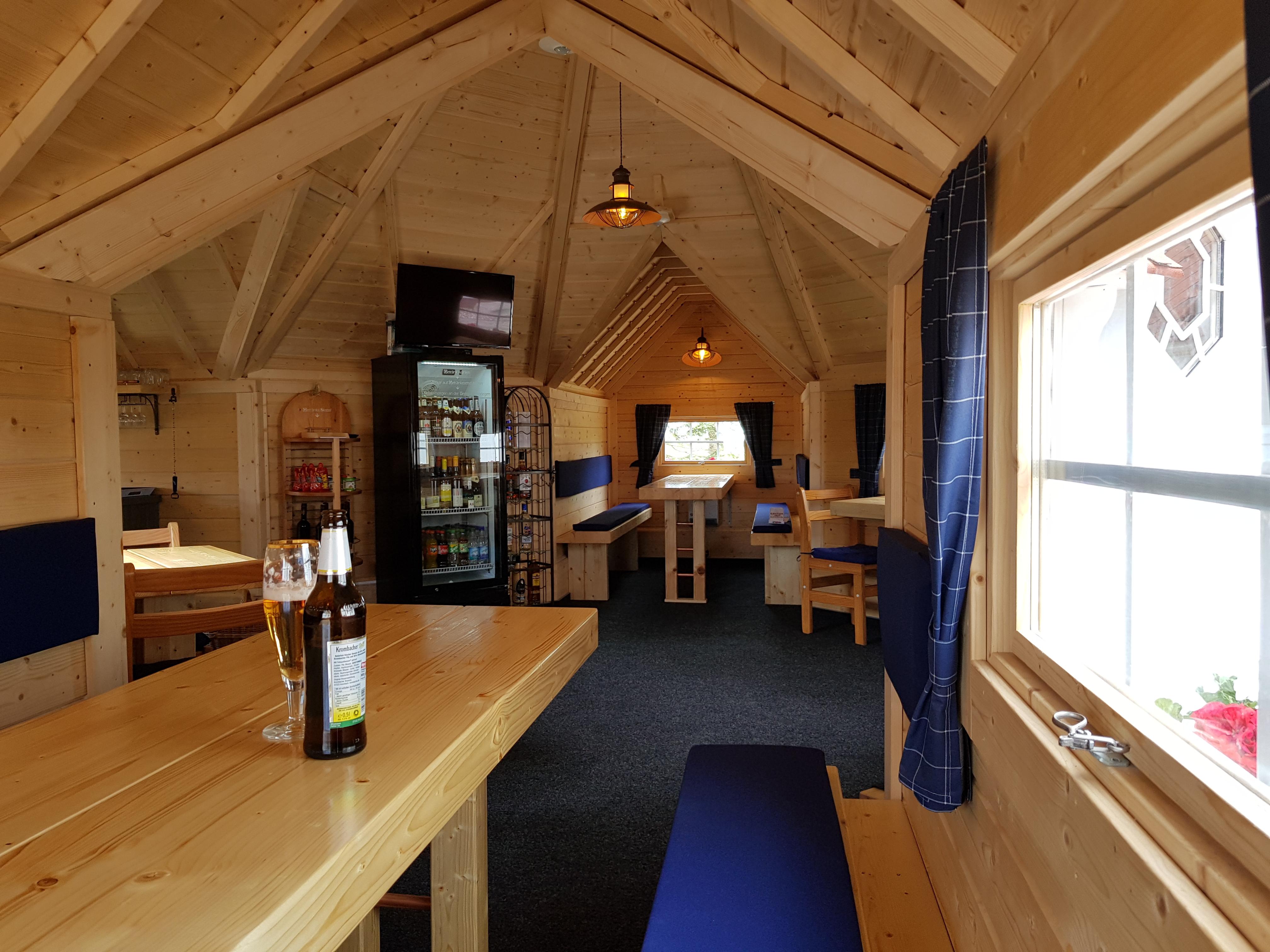 Hütte mit TV und Getränkekühlung
