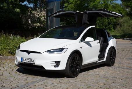 Essai Tesla Model X P90D : le SUV du troisième type