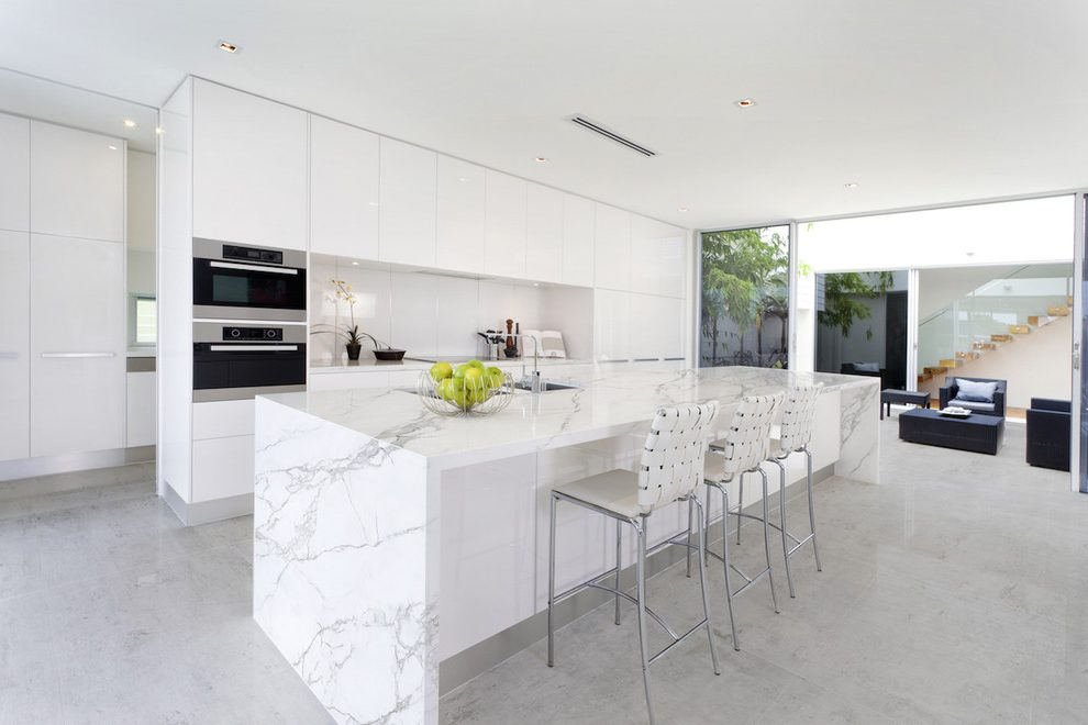 Contemporary Kitchen with Quartz