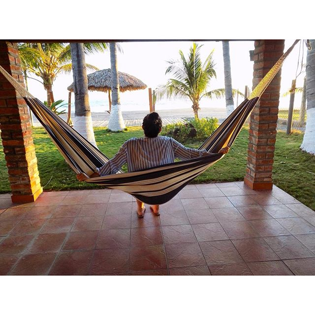 Beach! 💕 #hammock #beachplease #playa #blogger #fashionblogger #collegeblogger #modaelsalvador #mod