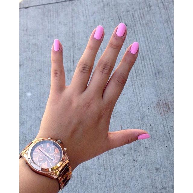 Think pink 💕✌🏻️ #pink nails #blogger #collegefashionista #modaelsalvador