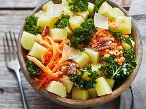Bowl de pommes de terre et chou kale
