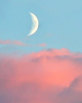 new-moon-with-rose-tinted-clouds-royalty