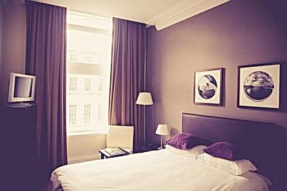 hotel-room-2619509_1920.jpg