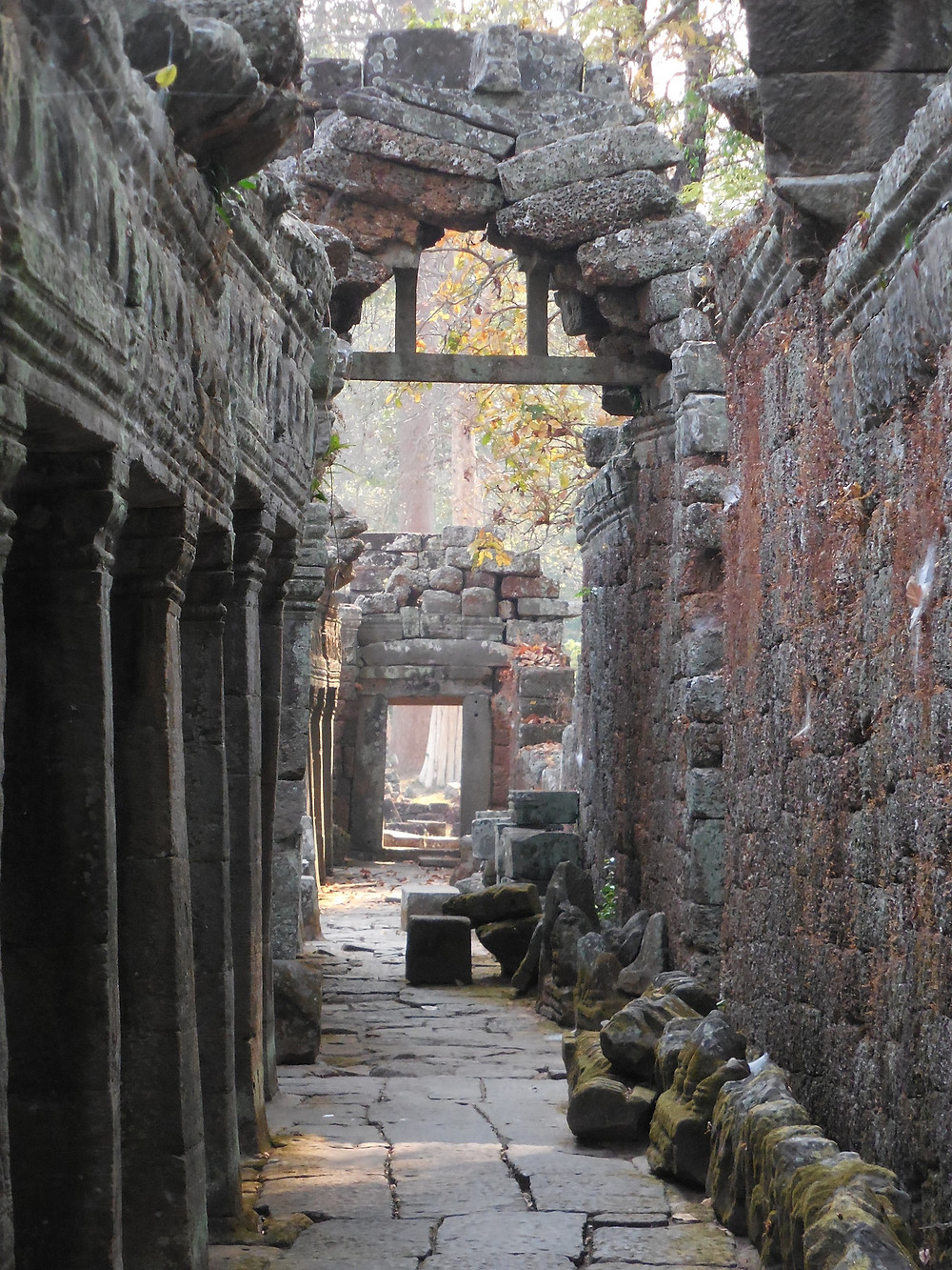 The early morning sun makes for some great photo ops at Banteay Kdei