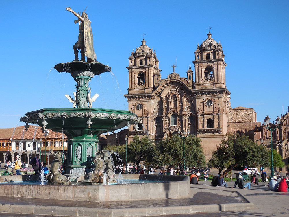The fountain in the Plaza de Armas with the Cathedral of Santo Domingo in the background