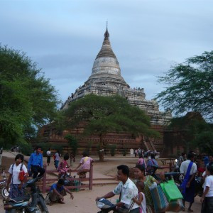 Souvenir sellers and tourists at the base of Shwesandaw Pagoda