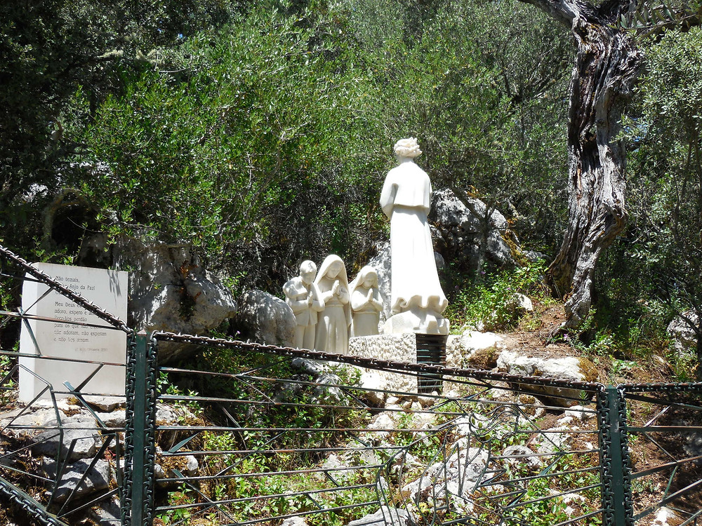 At Loca do Anjo, the angel appeared to the children twice the year prior to the Apparitions