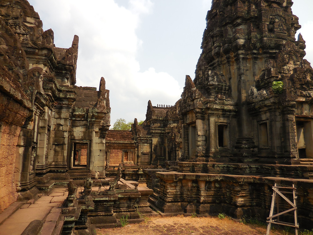 The buildings in the central section of Banteay Samre