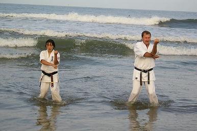 Тренировка на  побережье Тихого океана. Япония.jpg