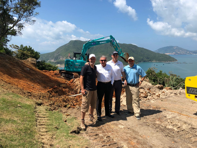 Construction of the new pro tee at hole 13 at Clearwater Bay Country Club. Here you can see Andy Durie from Linksshape, Peter Downie, Grant Gibson and Christopher Chase (Clearwater Bay Golf) in front of our new KOBELCO all looking forward to the good progress.