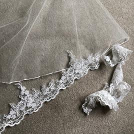 Adding beautiful lace edging to plain veil