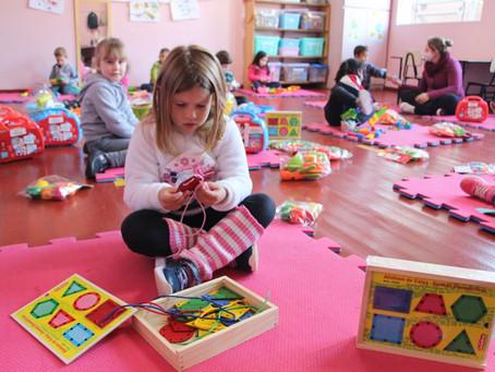 Alunos são beneficiados com kits de higiene bucal e brinquedos pedagógicos