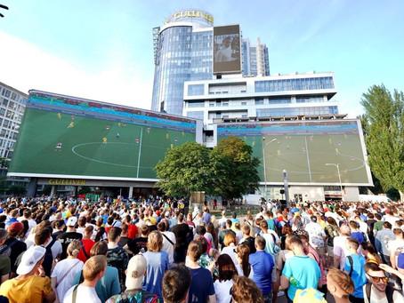 Решающий матч Украина - Австрия показали на самом большом LED экране Европы