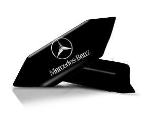 Krówki z nadrukiem Mercedesa