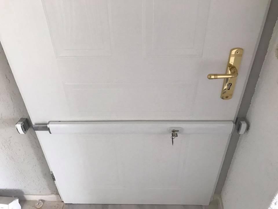Tür mit Schutz
