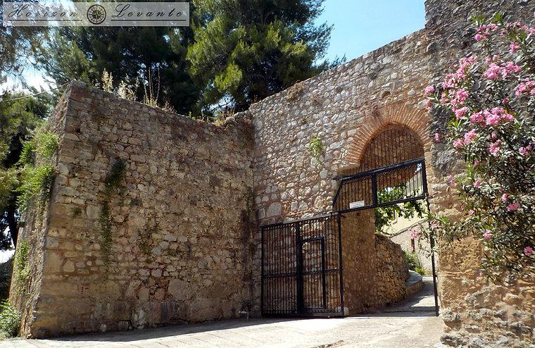 Κάστρο Λαμίας Β.Α. πύλη 1.JPG