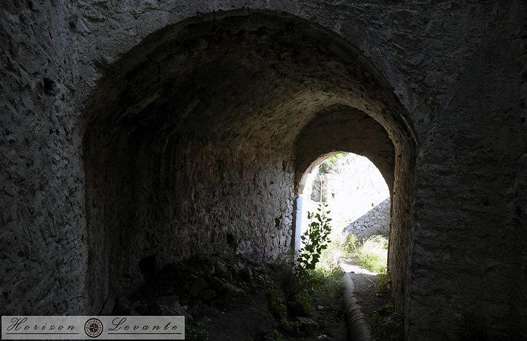 Στοά στην οχύρωση  Gambello