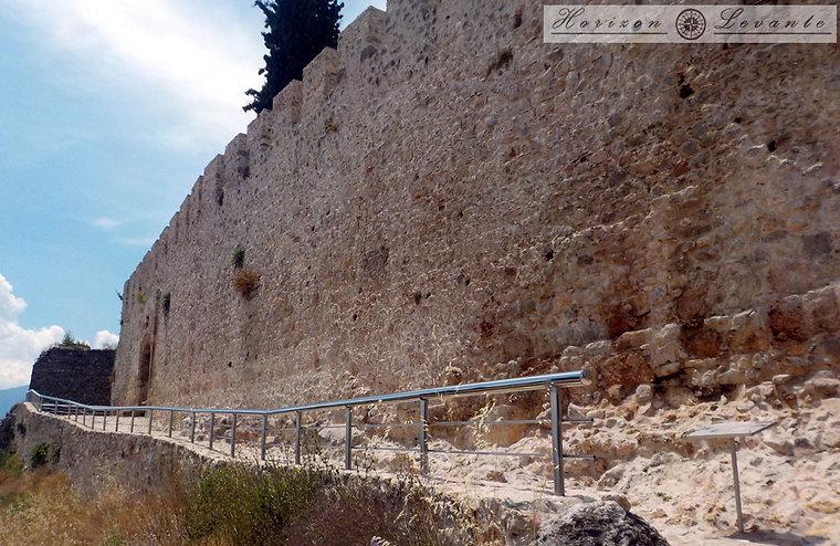 Κάστρο Λαμίας Ν.Α. περιτοίχηση.JPG
