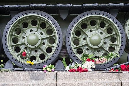 Sowjetisches-Ehrenmal-Tiergarten_dpa4.jp
