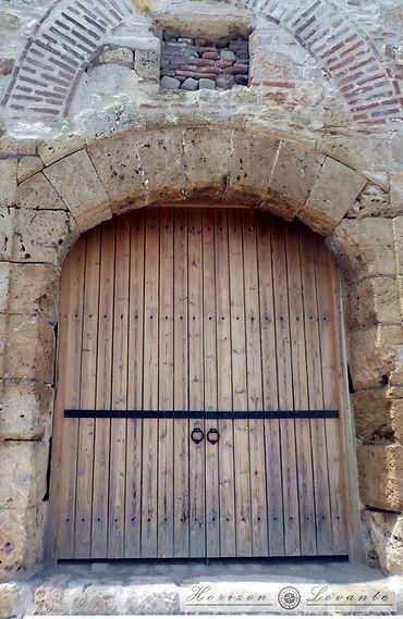 Κάστρο Λαμίας Ν.Α. πύλη 2.JPG