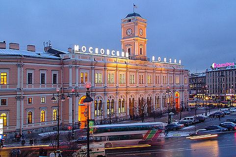 moscow-railway-station-in-st-petersburg.