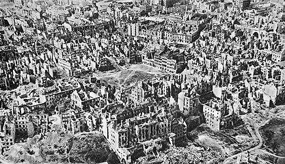 Warsaw_Old_Town_1945.jpg