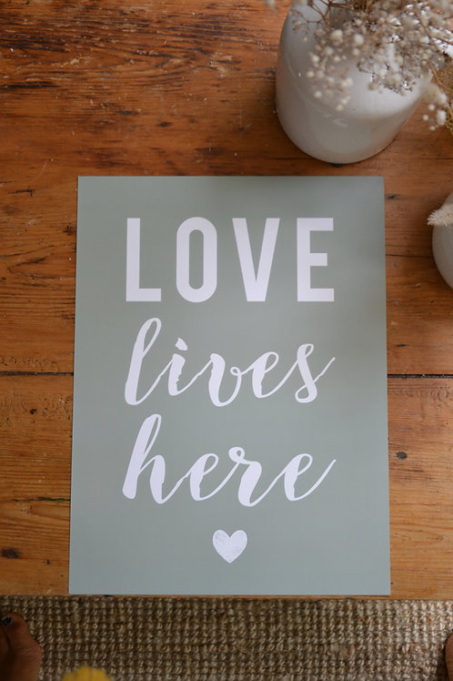 Affiche LOVE  LIVES  HERE