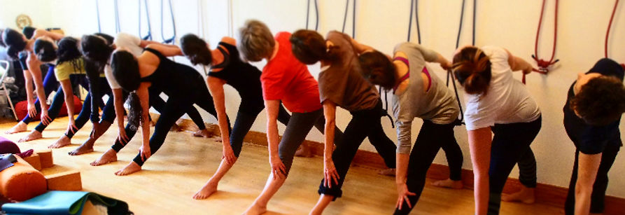 Uttitha Trikonasana. Iyengar Yoga à Espace Créé.