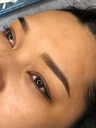 Maquillage permanent  sourcils.