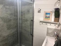 Salle de bain rez-de-chausé 2