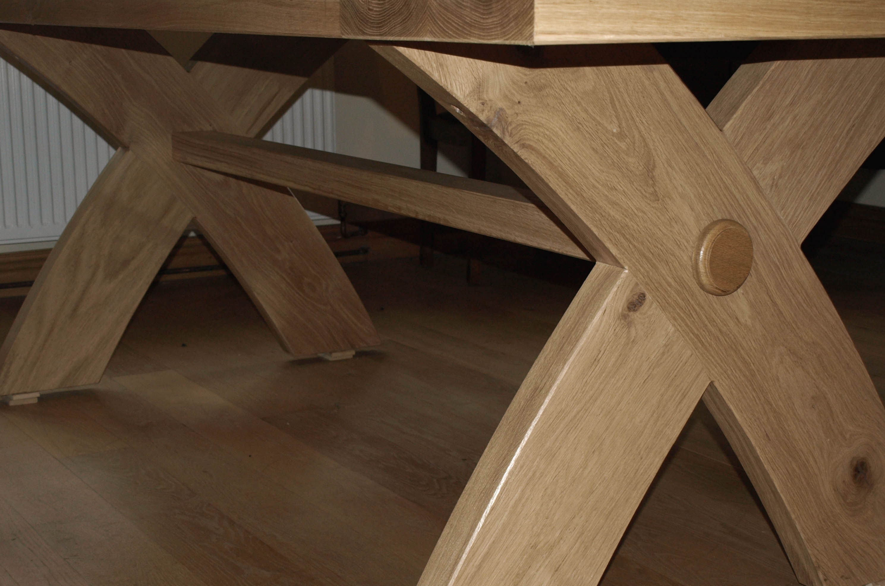 Curved X Leg Table