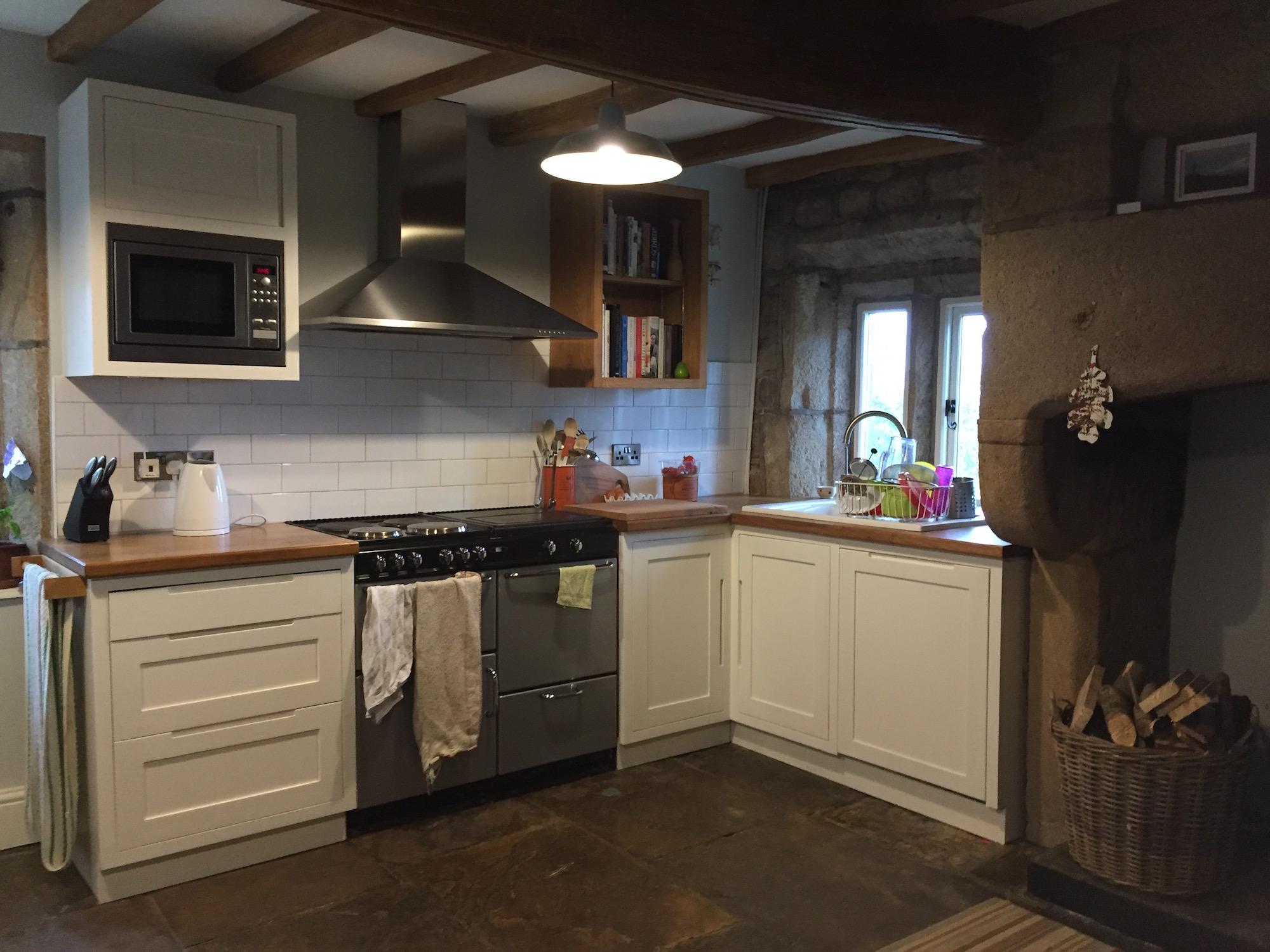 Small Painted Kitchen & Oak Worktops